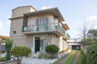 Ostia Antica - Villa in vendita divisa in tre appartamenti, zona Stagni via Giuseppe Pellegrini a  per 390000